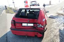 Střet dvou aut na křižovatce u Domoslavic.
