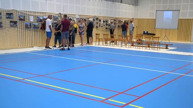 Po dlouhém odkládání se v Radimi konečně otevřela nová sportovní hala.