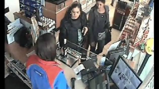 Poznáte podvodníky z benzinové čerpací stanice?