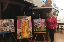 Obrazy, které Kateřina Krausová z Nové Paky vystavila v lodním chrámu na Seině u Paříže.