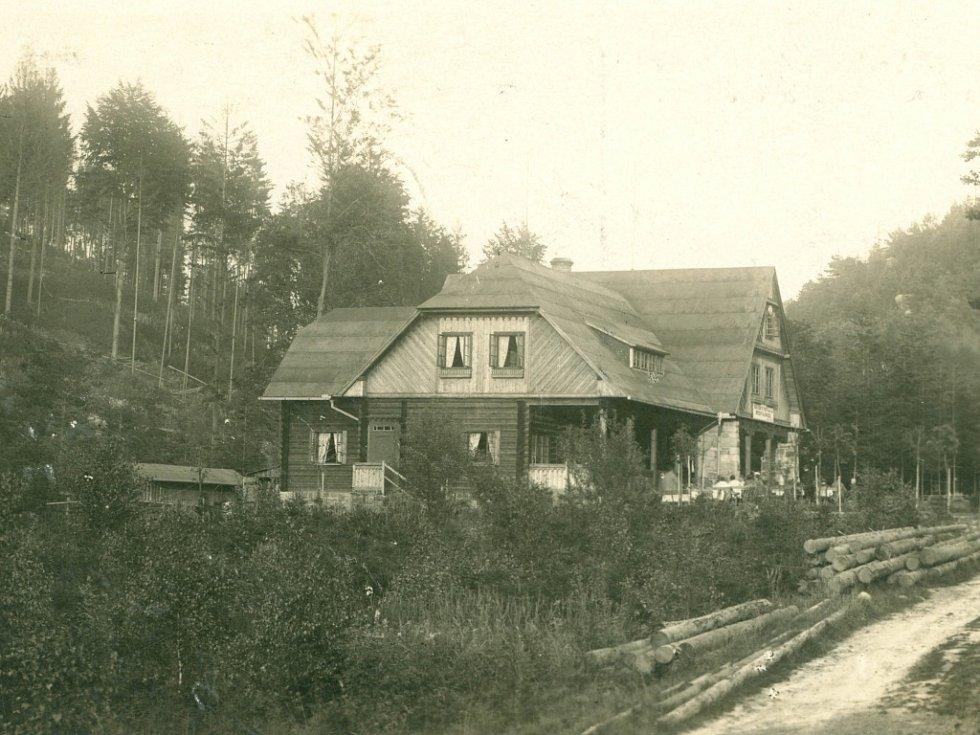 Oblast Prachovských skal kolem roku 1920.