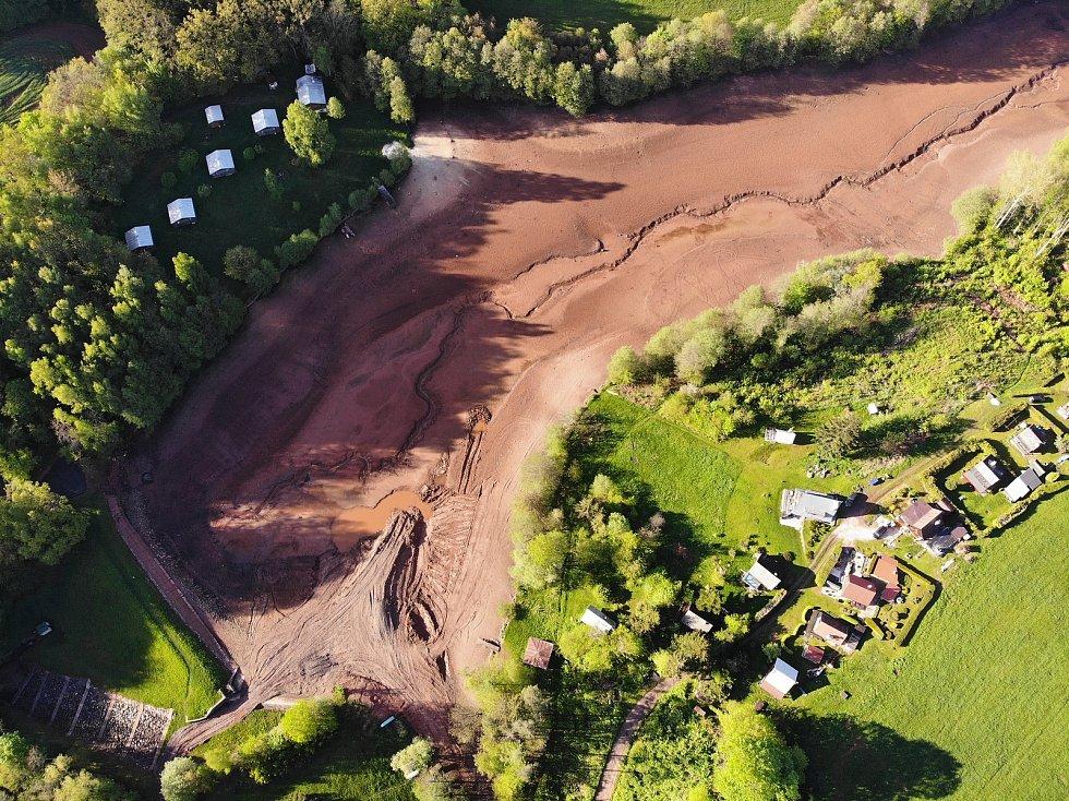 Vodní nádrž Jahodnice je vylovená a čeká na odbahnění a zpevnění hráze.