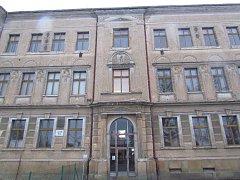 Stará budova školy v Kopidlně.