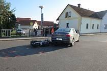Střet motocyklisty s automobilem v Rohoznici.