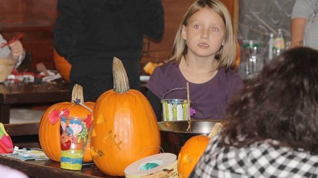 Halloween na Dachovech u Hořic.