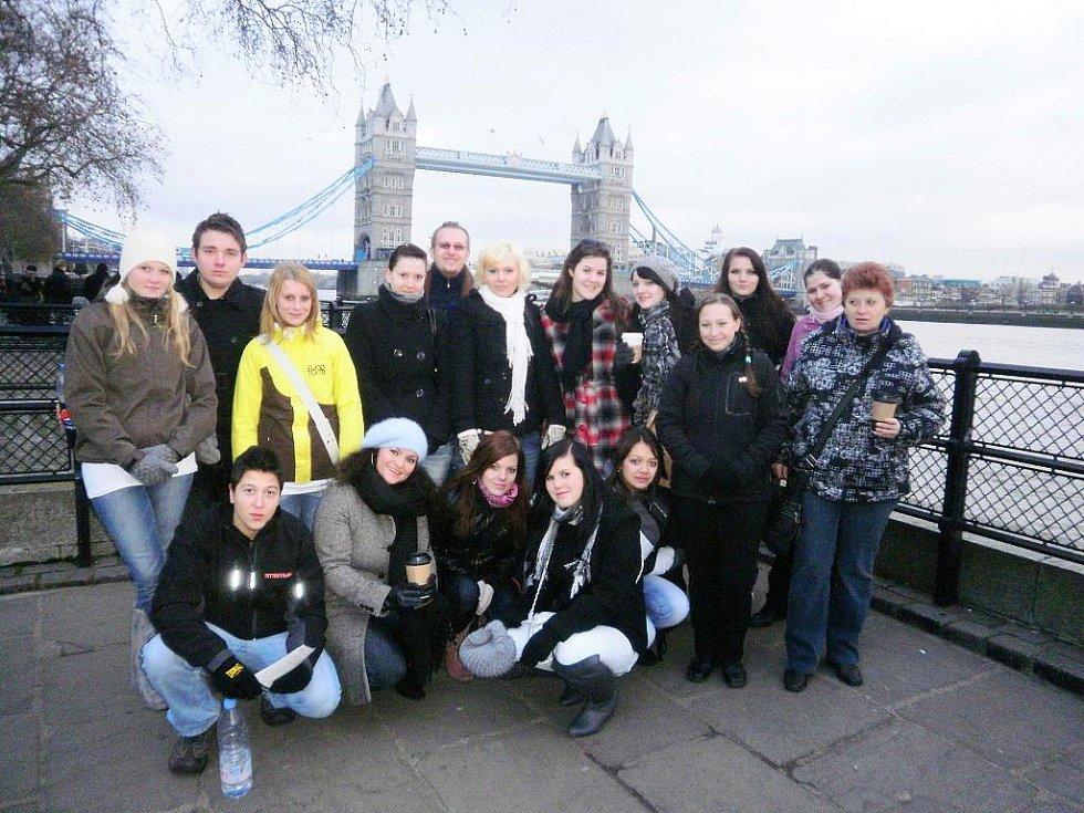 Z pobytu novopackých studentů v Anglii.