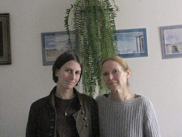 Farářka Marta Silná s dcerou.
