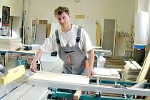 MAREK KOŘÍNEK je truhlář a má nejen šikovné ruce, ale také skvělé nápady, které dokáže  rychle realizovat.