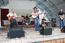 Z bělohradského country festivalu Pod Hůrou 2008: Brzdaři.