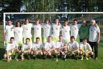 SUVERÉNNÍ VÍTĚZ okresního přeboru, mužstvo SK Miletín. Za celou sezonu prohrálo pouze jednou, dvakrát remízovalo a soupeřům nastřílelo úctyhodných 102 branek!