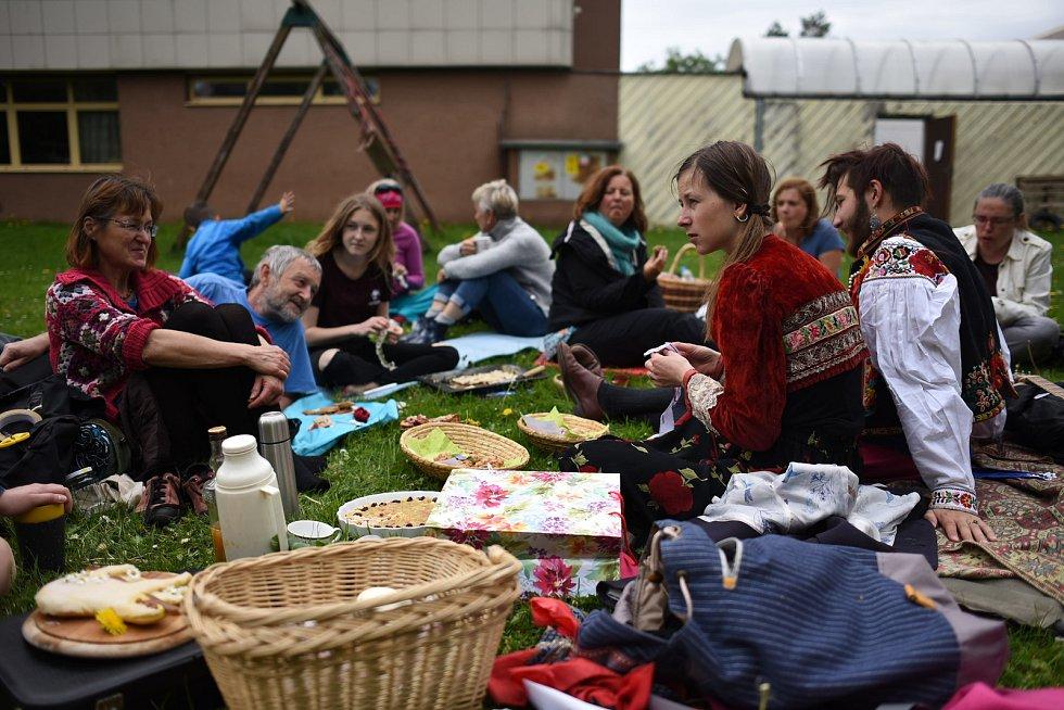 Férová snídaně se v Jičíně konala na zahradě MC Kapička.