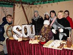 Ze slavnostního rozsvěcení vánočního stromu v Lázních Bělohradě.