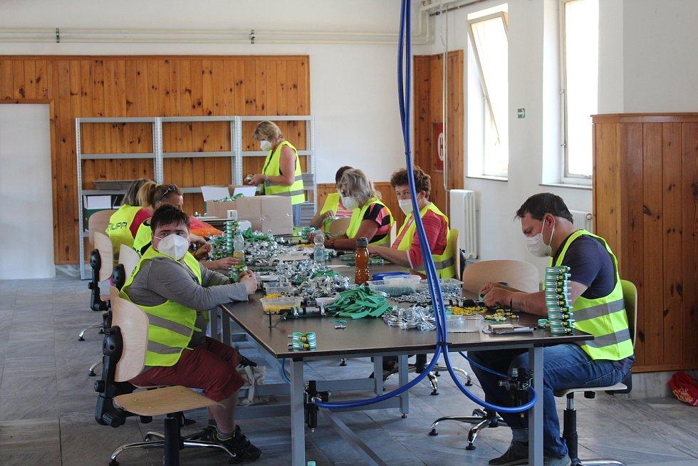 Slavnostní otevření nové chráněné dílny v Kopidlně. Nyní má devět zaměstnanců, přijme jich ale třikrát tolik.