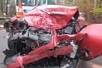 Hrozivě vypadající nehodu u Rohoznice řidič osobáku naštěstí přežil.