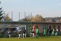 Dorostenci Hořic nezahájili přípravná utkání na mistrovské boje vůbec dobře. Na snímku domácí duel minulé sezony ve Východočeském přeboru proti Hlinsku.