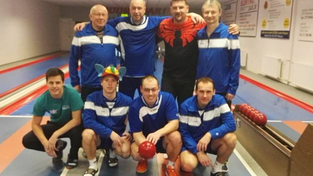 Kuželkářské družstvo SKK Hořice, jenž bojuje o tři postupová místa do první ligy.