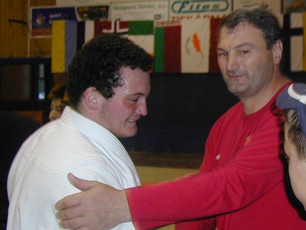 Ruský judista David Abaev se svým trenérem.
