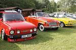 Majitelé naleštěných autoveteránů značky Škoda se sjeli do peckovského kempu.