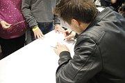Pavel Callta potěšil své fanoušky autogramiádou a společným focením.
