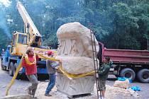 Transport soch po ukončení hořického sympozia v lomu.