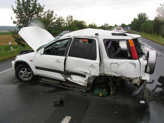 Auta poškozená při nehodě.