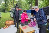 V zámeckém parku budou k mání jablka, cibule a další lokální produkty.