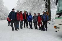 JIČÍŇÁCI V BESKYDECH, před odjezdem z Pusteven domů. Pořízeno 20. února v 15.15, kdy skončil čtyřdenní zimní přechod.