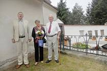 Na snímku ze sjezdu rodáků a přátel Mladějova 3. září 2016 Doc. Milan Kálal s Hanou Kozákovou a Prof. Václavem Havlíčkem, rektorem ČVUT u zrenovovaného hrobu  F. J. Gerstnera.