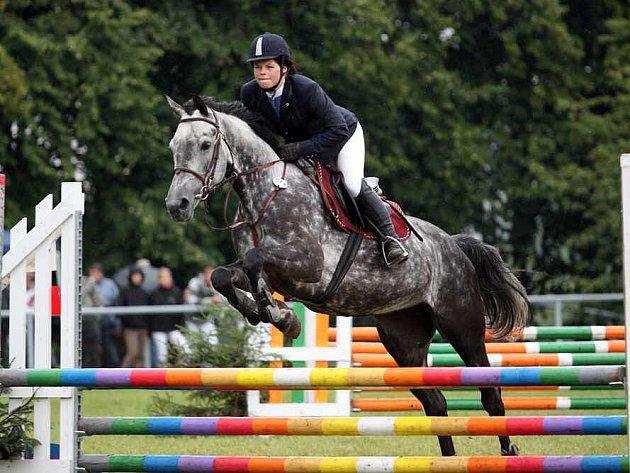Jezdkyně Kateřina Bernardová s koněm Catrey, stál Aliance Jičín.
