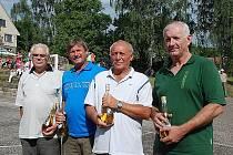 OSLAVA se uskutečnila u příležitosti 60. narozenin mistrů republiky v národní házené, byli odměněni bývalí hráči, zleva Luboš Tomášek, František Kloutvor, Pavel Syrůček a Josef Kubíček.