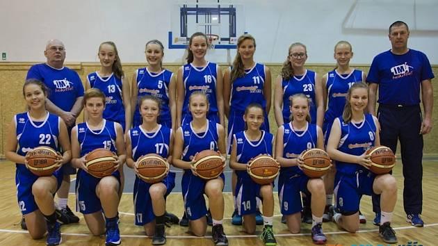 Basketbalové starší žákyně Jičína U 15, které působí v žákovské lize.