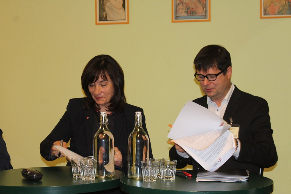V Masarykově divadle v Jičíně byla zahájena Konference historických sídel Čech, Moravy a Slezka, ke které se přihlásilo 115 účastníků.  Tématem je vztah k místu a způsob zprostředkování veřejnosti.