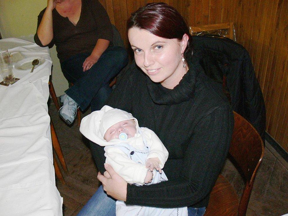 Nejmladší - tříměsíční - účastník akce s maminkou.