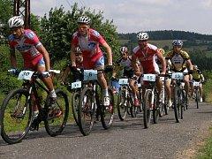 Cyklisté týmu Bakako.