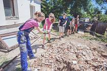 Summer Job. Mládež pomáhá potřebným