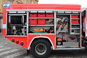 Novopačtí dobrovolní hasiči převzali nový vůz za více než šest milionů korun.