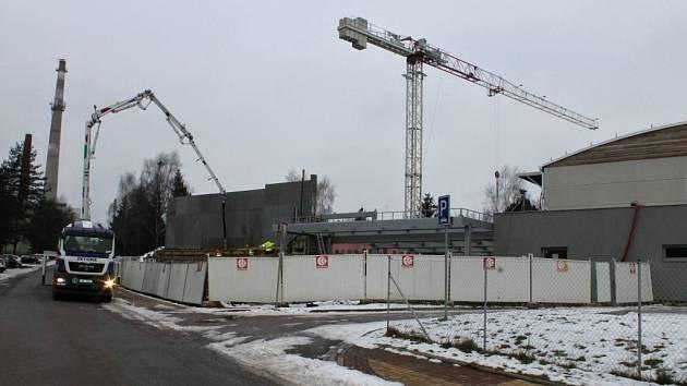 V Nové Pace vyrůstá nový bazén.