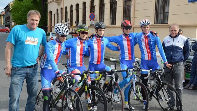Česká výprava cyklistů na Závodu míru.