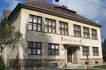 Budova dobrovodské školy.