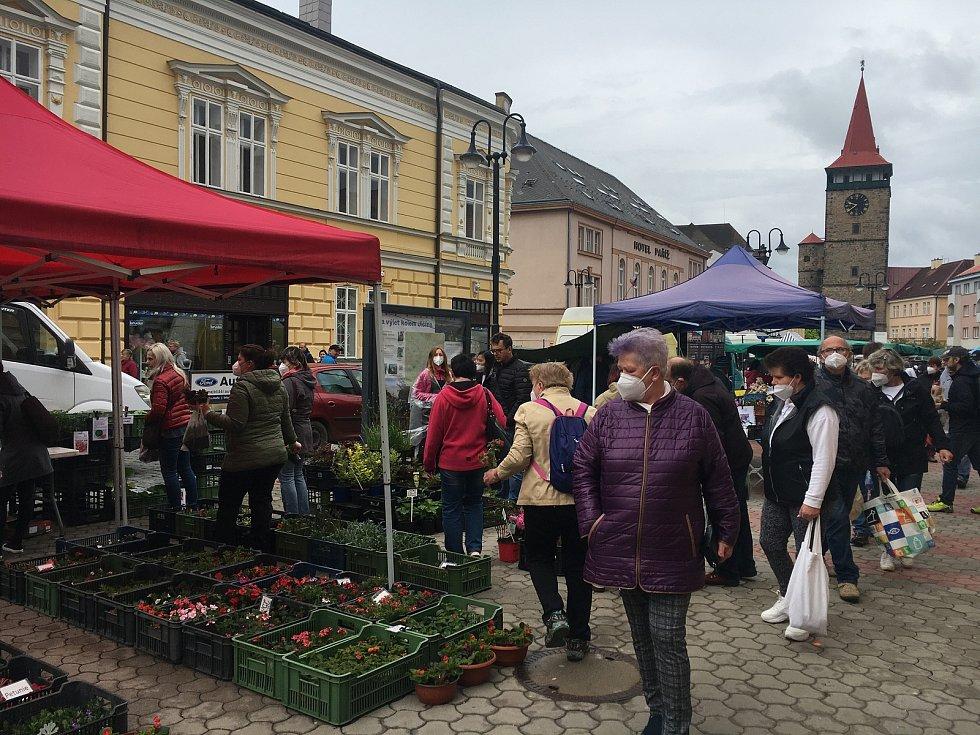Na farmářské trhy vyrazily o víkendu stovky lidí.