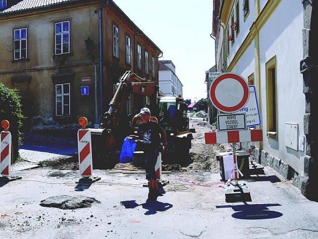 Oprava jičínské ulice Boženy Němcové.