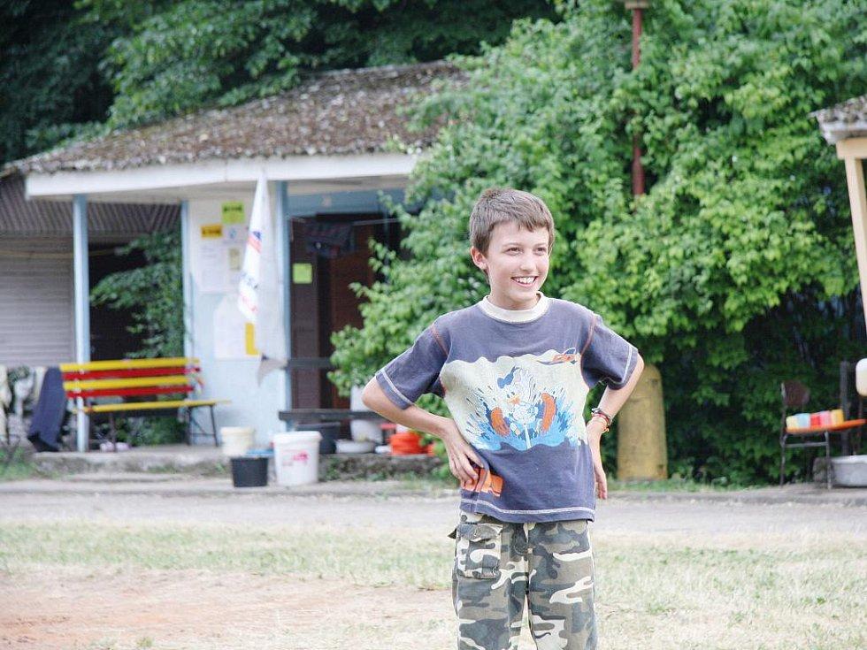 Z letního tábora mladých rybářů v Ostružně.