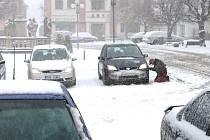 První sníh překvapil nejednoho šoféra.