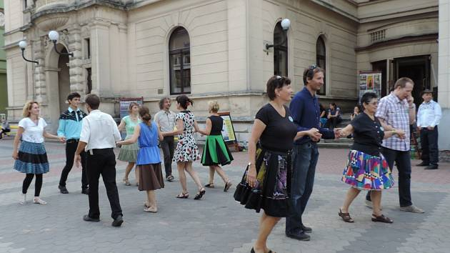 Moderní country tance v centru Jičína - setkání XXI. Řáholecký ryneček.