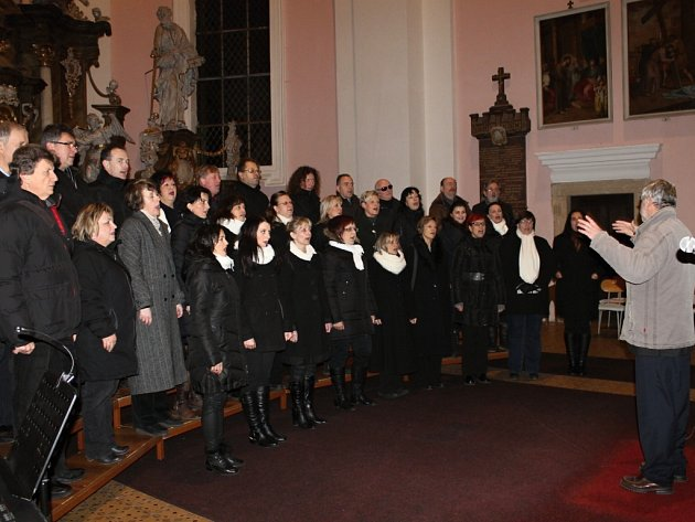 Koncert sboru Smetana s Michalem Malátným.