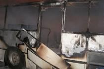 Požár autobusu v Pouchově.