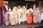 Divadelní představení v zahradě jičínské fary V Betlémě není místo.