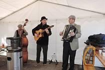 Skupina Klapeto zahrála na jičínských vepřových hodech.