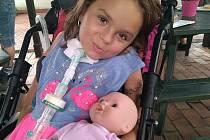 Jóga na pomoc Dominice: další tři tisíce na léčbu.