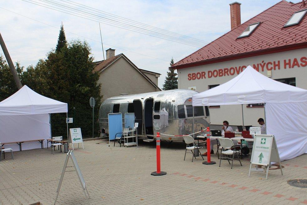 Očkovací karavan v Kopidlně.